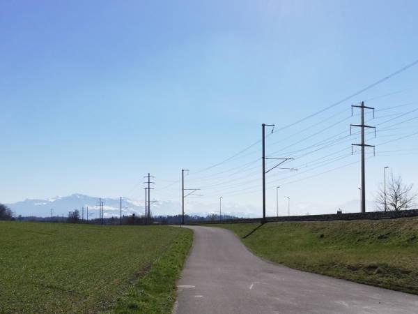Energie-Strommasten-geschn